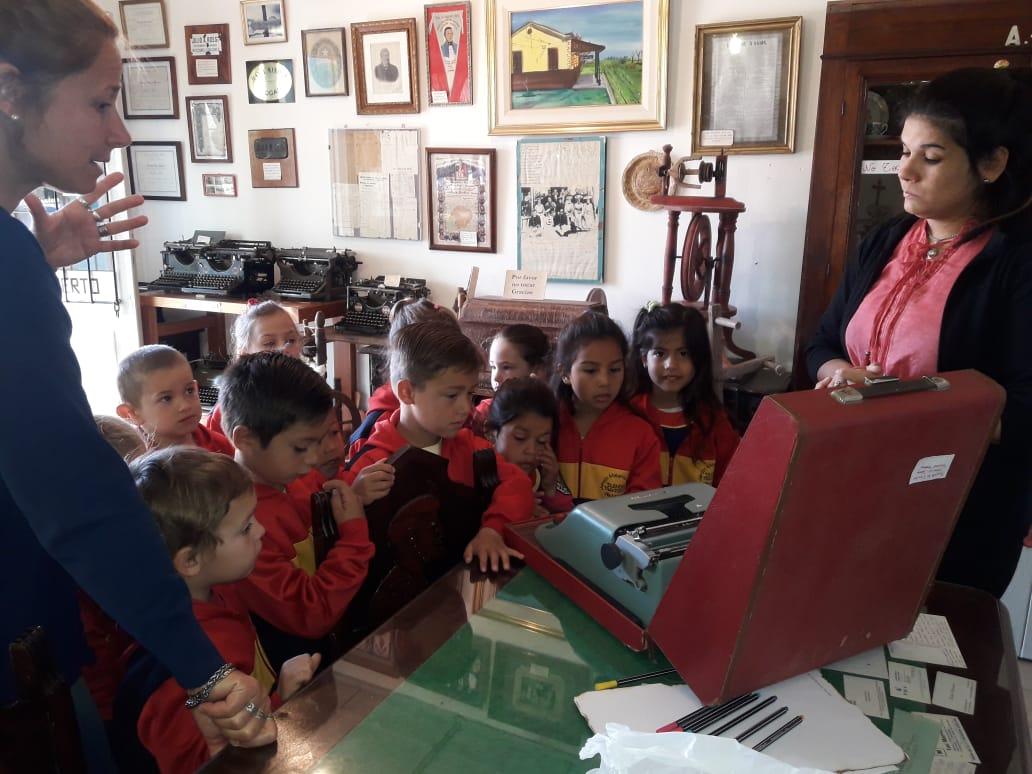 Máquina de escribir entregada por el Jardín Materno Infantil al Museo